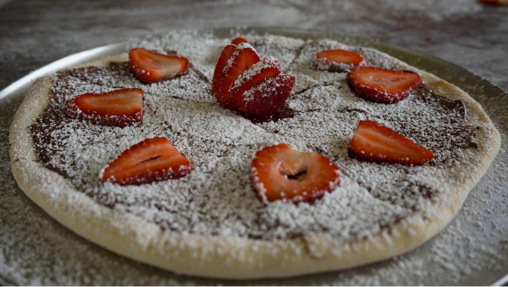 nutella and strawberry pizza